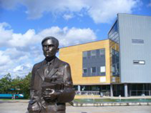 A photo of an Alan Turing statue